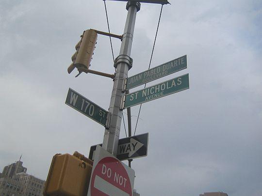 ドミニカ独立の父、フアン・パブロ・ドゥアルテが通りの名になっている。ニューヨーク、マンハッタンにて。