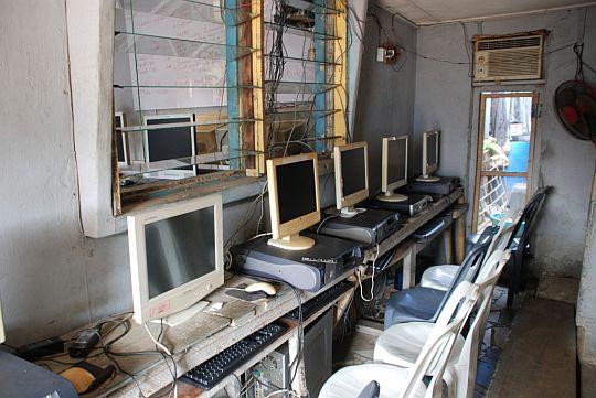 2011年5月28日 ラゴス アジェグンレの「Brain Computer institute」にて