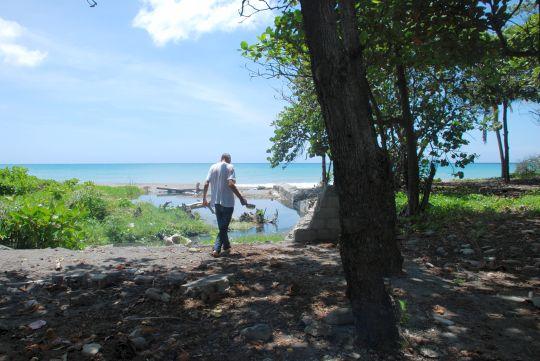自由の身だったときのロヘリオ。ドミニカ共和国、バニの浜辺にて